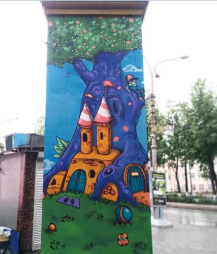 Разрисовали стелу у «Октября» вместе с Вячеславом Moff и Алексей Best.